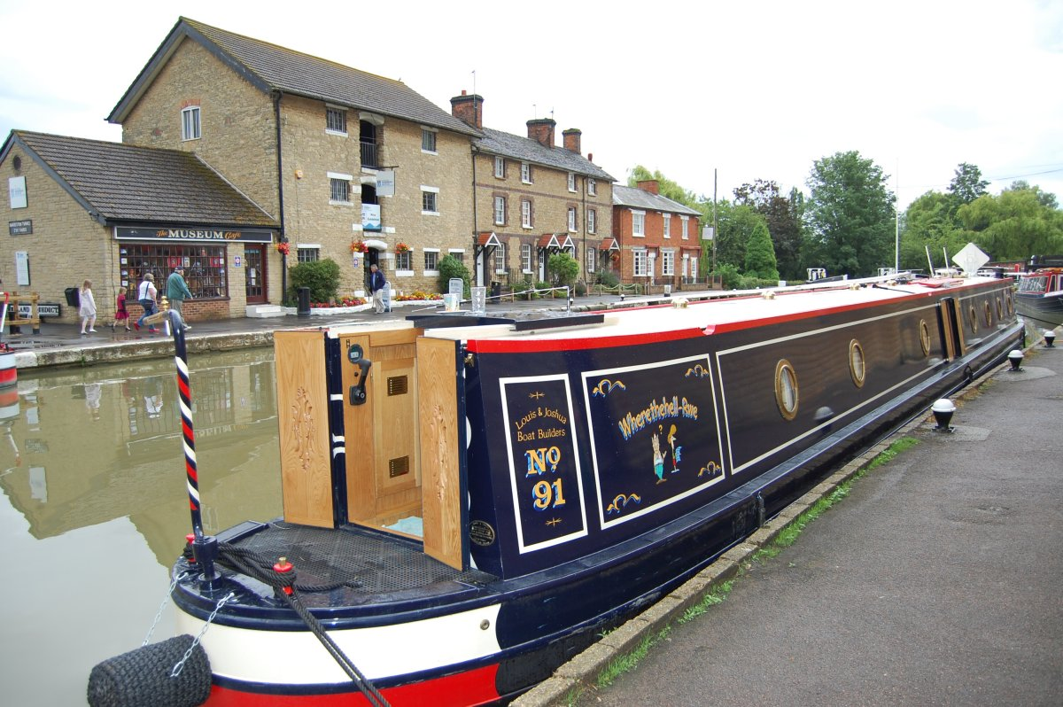 Wherethehell-Rwe Narrowboat