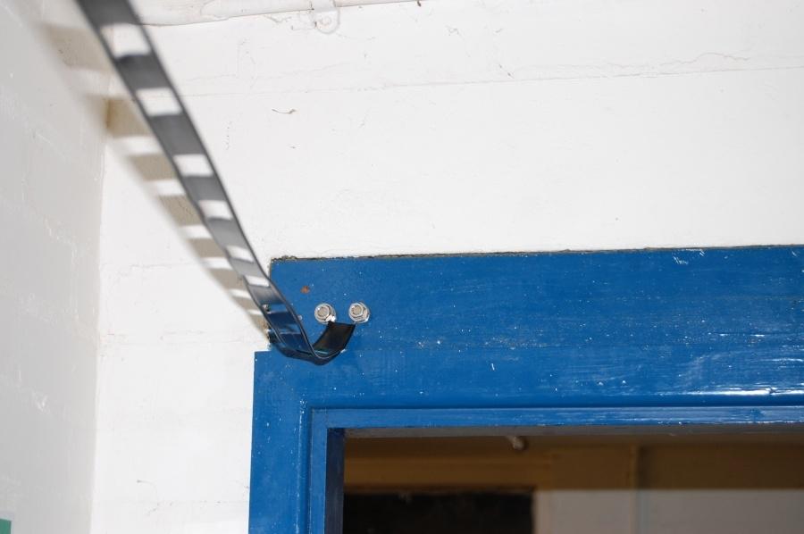 ladder_line_through_doors